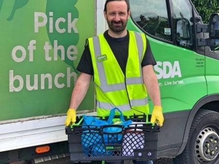 Michael Condron de Game of Thrones, está trabalhando como entregador de supermercado