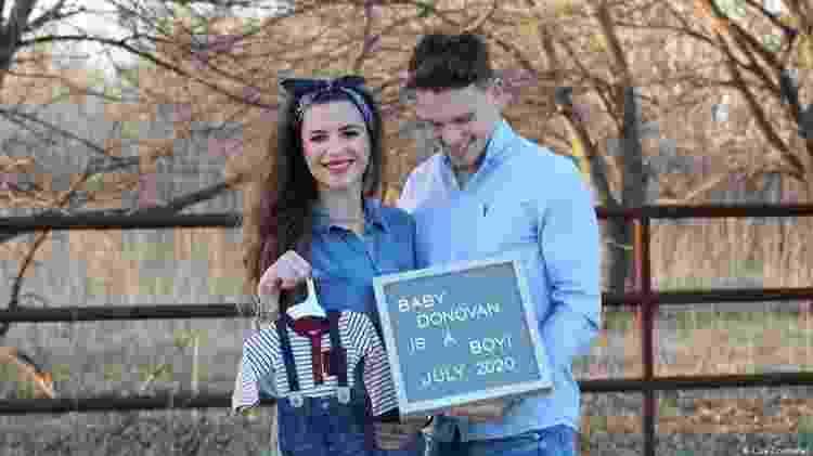 Grávida de 39 semanas, Corsi não terá a companhia de seu namorado na hora do parto - DW - DW
