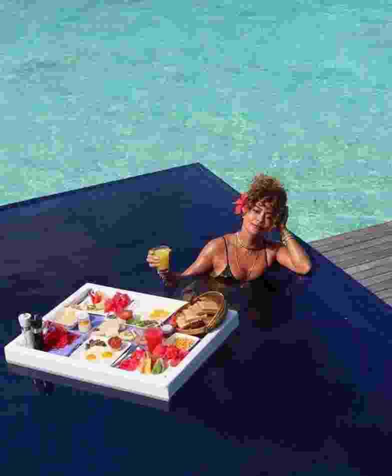 Juliana Paes exibe café da manhã de hotel luxuoso nas Maldivas - Imagem: Reprodução/Instagram