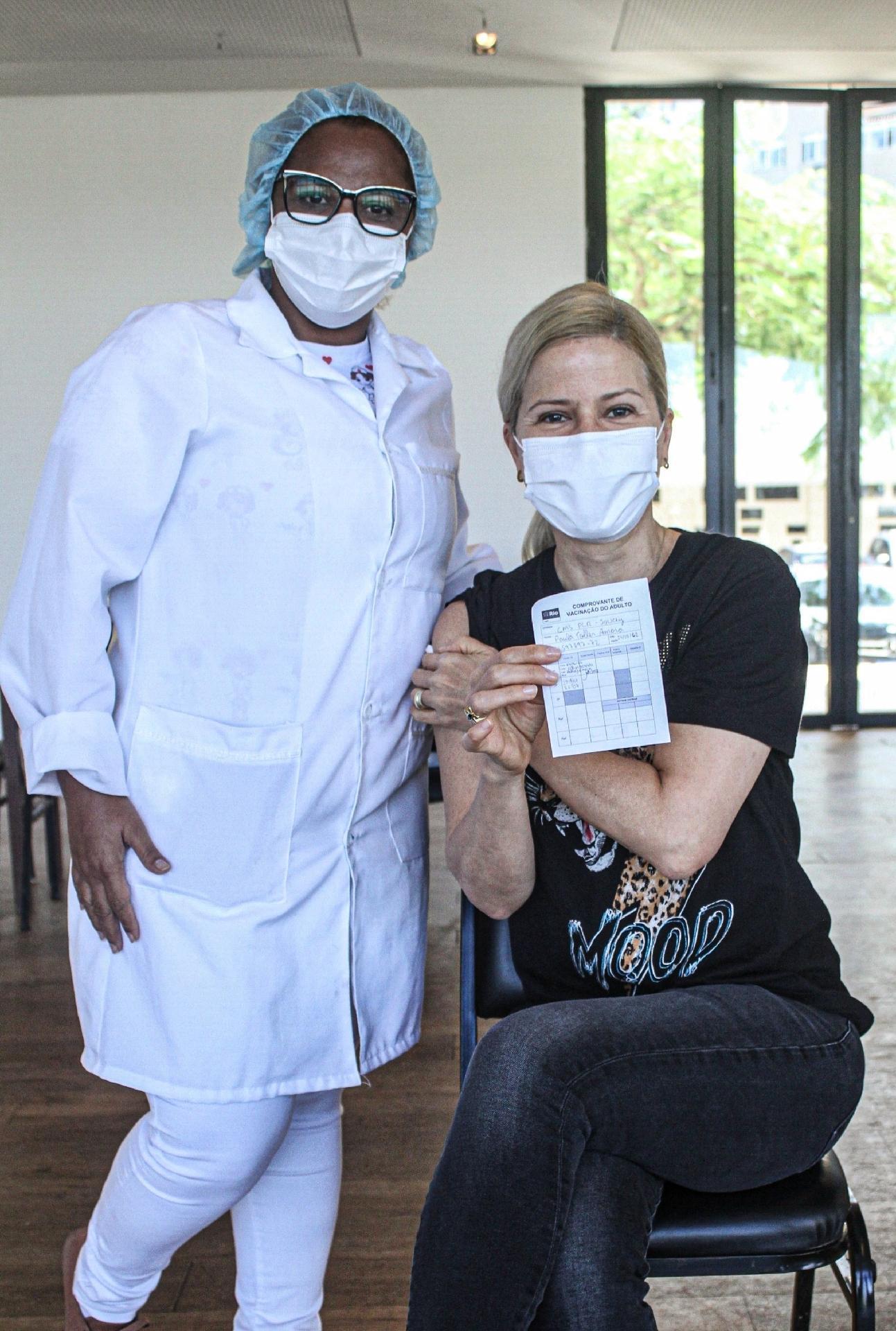 Paula Toller toma a vacina contra a covid-19 - Rodrigo Adao / AgNews