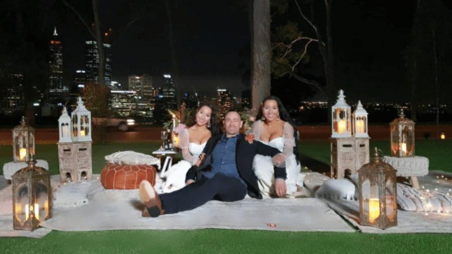 As gêmeas Anna e Lucy DeCinque e o companheiro das duas, Ben Byrne - Reprodução / Instagram