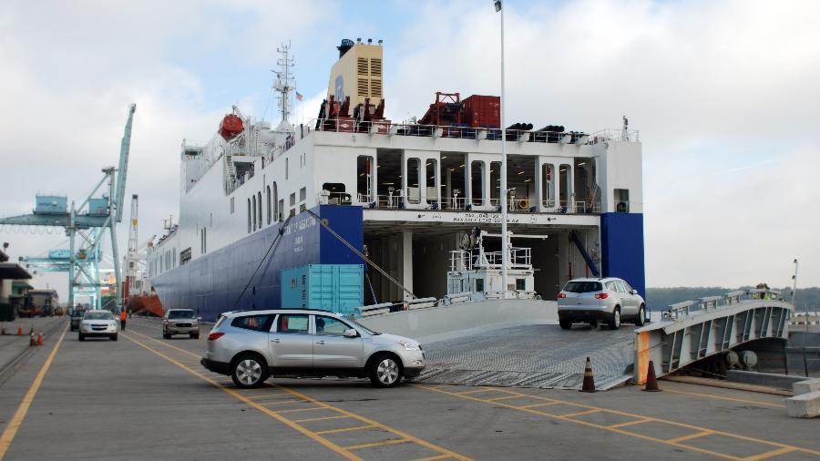 """Projeto de Lei quer liberar importação de carros usados e seminovos, hoje restrita a unidades com mais de 30 anos de fabricação - """"Strait of Gibraltar"""" by JAXPORT is licensed under CC BY-NC 2.0"""