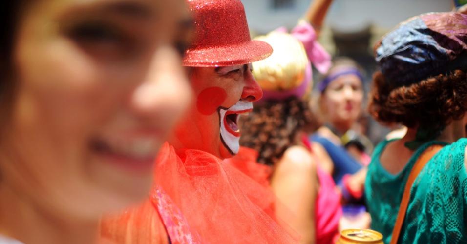 Caras pintadas, chapeus e adereços deixaram o cortejo mais colorido