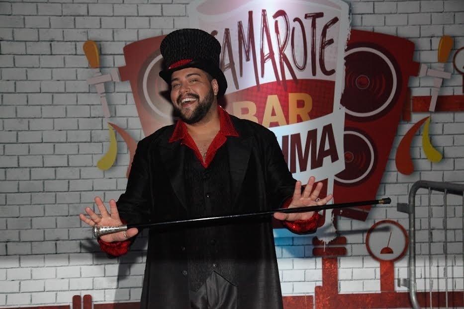 5.fev.2015 - Tiago Abravanel no Camarote Bar Brahma no Sambódromo do Anhembi, no primeiro dia do Carnaval de São Paulo
