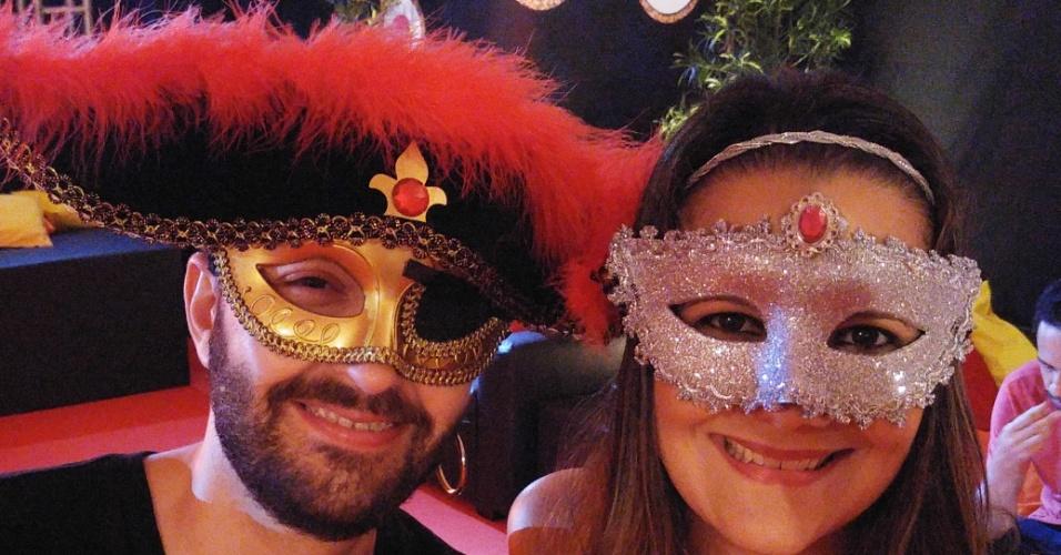 5.fev.2016 - O pirata levou sua namorada mascarada