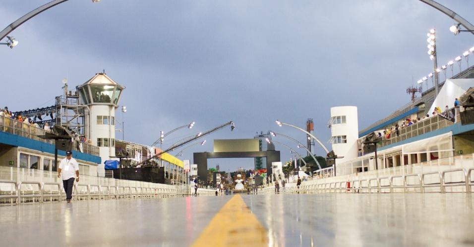 6.jan.2016 - A pista do Anhembi está encharcada depois do temporal que caiu na zona norte de São Paulo