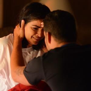 Abalada, Tóia se desespera ao revelar para Juliano que matou Romero - Reprodução/A Regra do Jogo/GShow