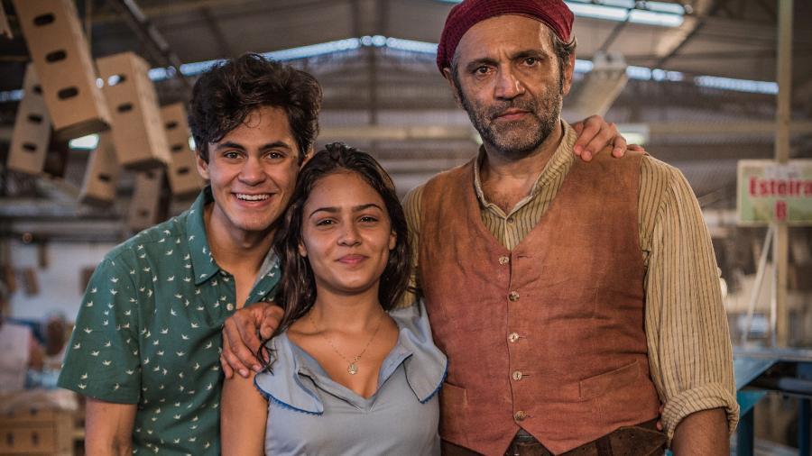 """Lucas Veloso, Giullia Buscaccio e Domingos Montagner em """"Velho Chico"""", novela da Globo - TV Globo/Divulgação"""