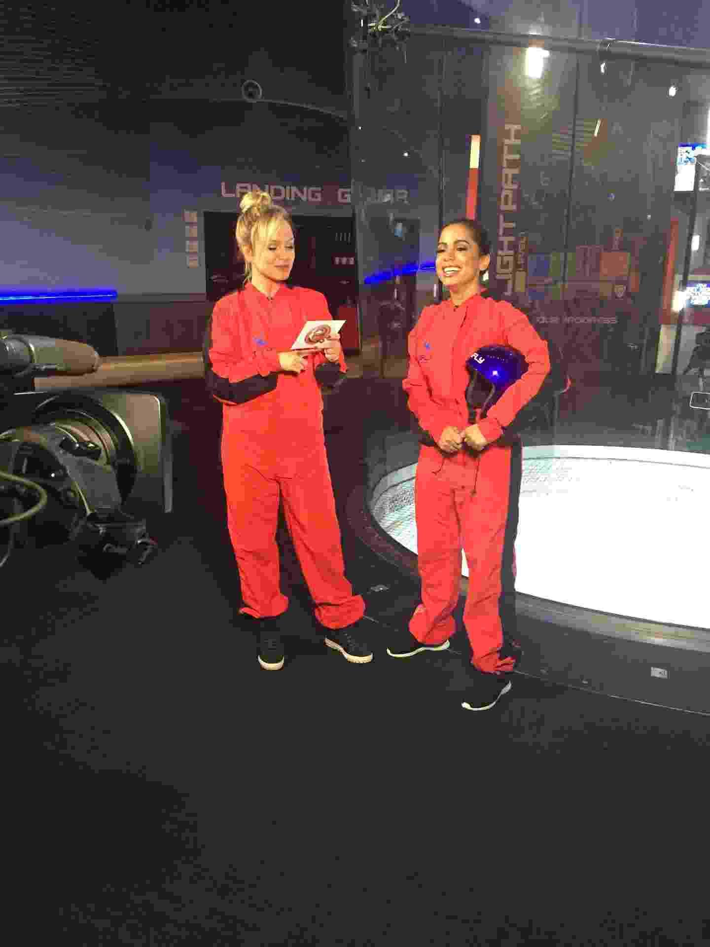 """Eliana entrevista a cantora Anitta para o seu programa, que vai ao ar no domingo (22). Após o bate-papo, Anitta é desafiada a encarar um simulador de voo de paraquedas para superar o medo de altura. O programa """"Eliana"""" é exibido a partir das 15h, no SBT - Divulgação/SBT"""