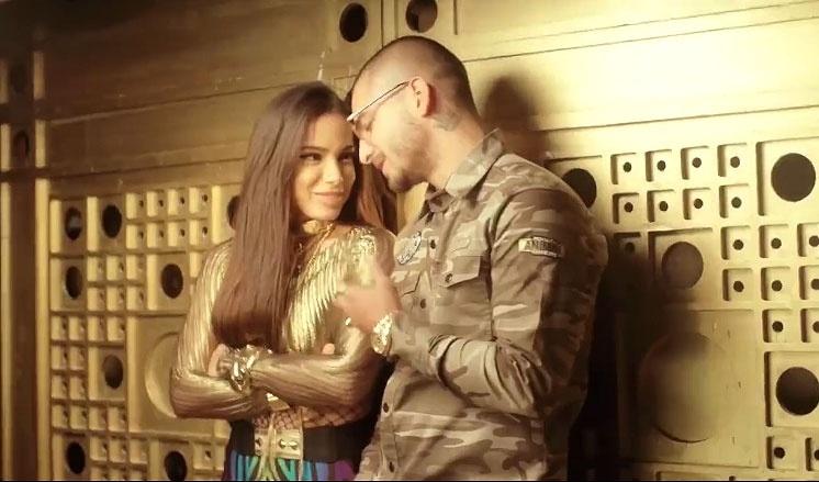 """Anitta com o cantor colombiano Maluma em cena do clipe """"Sim ou Não"""""""