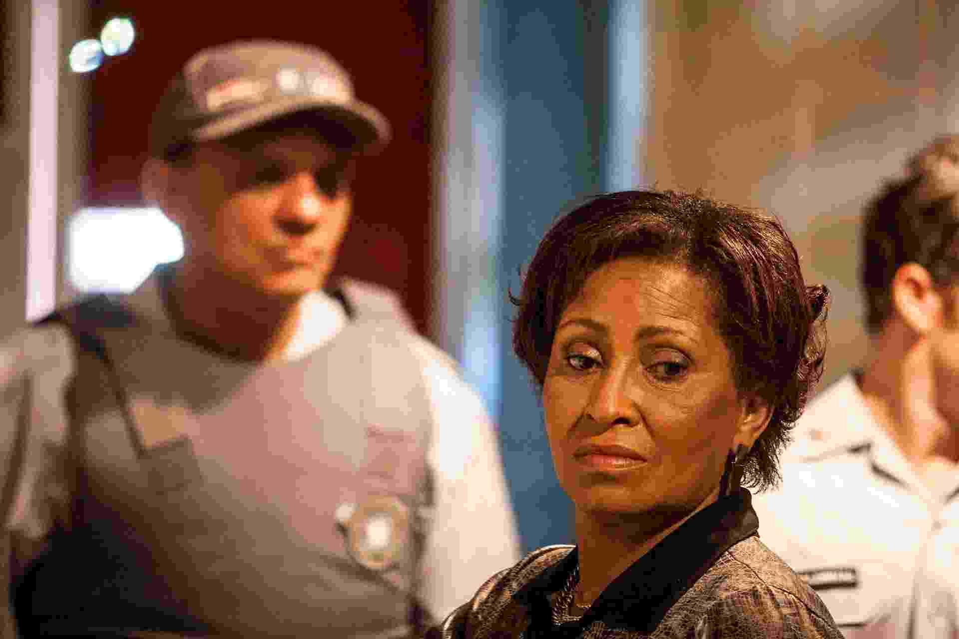 """Carmen Silva em cena do filme """"Era o Hotel Cambridge"""" - Divulgação"""