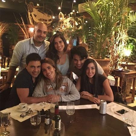 Zezé Di Camargo posa com os filhos Wanessa, Camilla e Igor - Reprodução/Instagram/zezedicamargo
