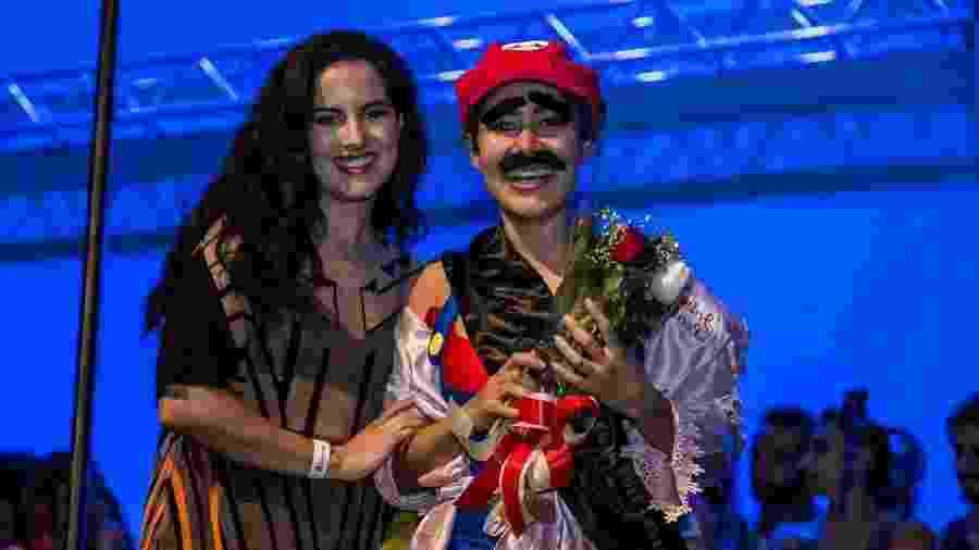 Jake Leal é eleita melhor dançarina de pole dance em concurso - Divulgação