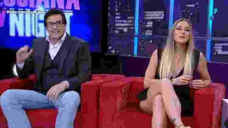 """Luciano Szafir com a namorada no sofá do talk show """"Luciana By Night"""" - Reprodução/RedeTV! - Reprodução/RedeTV!"""