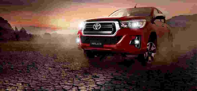 Toyota Hilux ganha novo visual e itens de série  preços vão até R  196.990 e0e705b92e995
