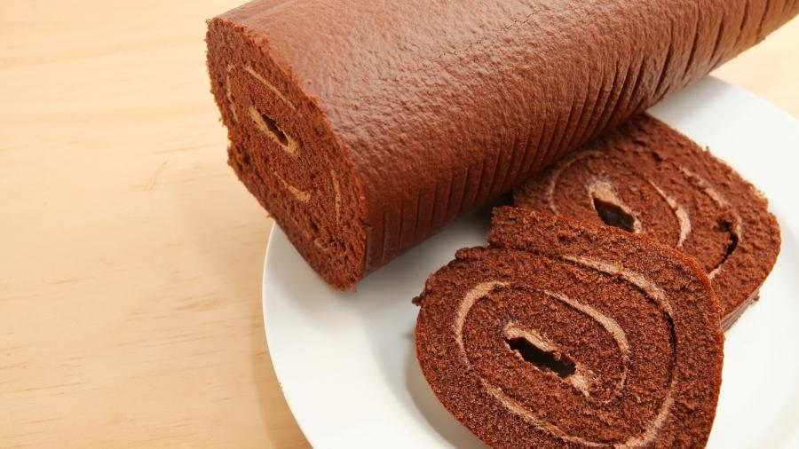 Foto meramente ilustrativa de um rocambole de chocolate - Istock