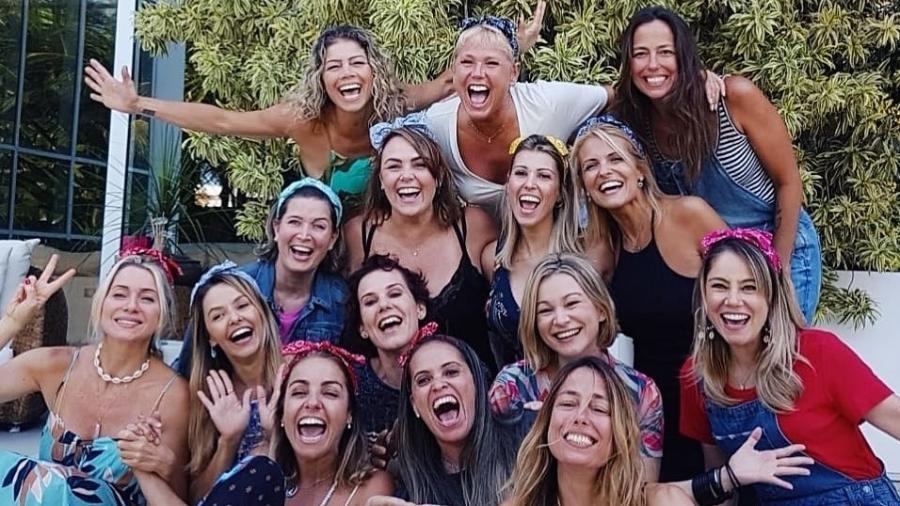 Xuxa e ex-paquitas fazem confraternização de fim de ano com amigo oculto - Reprodução/Instagram