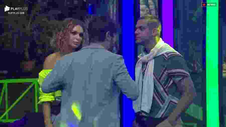 Caique Aguiar discute com Sandro Pedroso durante festa - Reprodução/PlayPlus