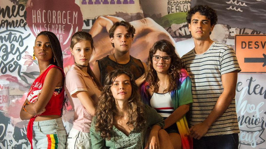 Gabz, Caroline Dallarosa, Danilo Maia, Dora de Assis, Pedro Alves e Alanis Guillen (de blusa verde) são protagonistas da nova Malhação  - Estevam Avellar/TV Globo