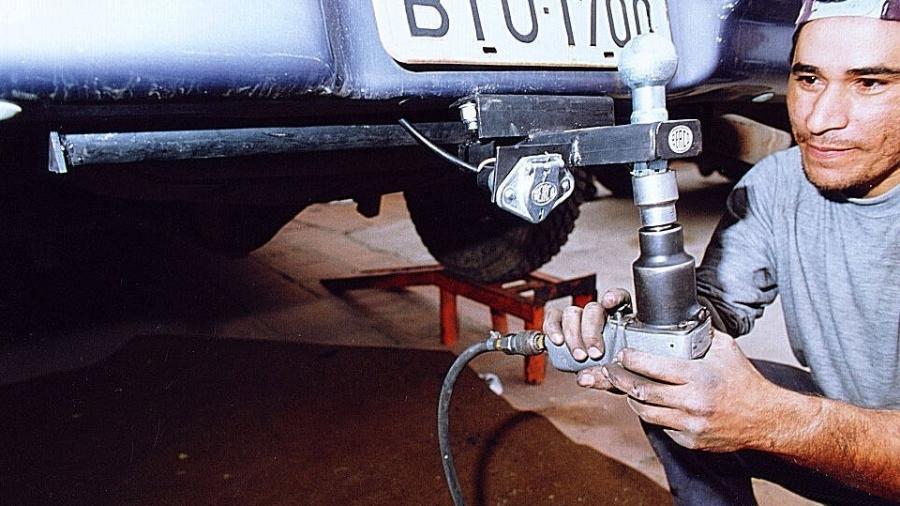 Mania nacional, engate de reboque tem regras específicas e sua instalação em determinados modelos de veículos é proibida - FSP-Autofolha