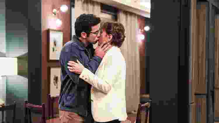 Beatriz (Natalia do Vale) se apaixonou por Zé Helio (Bruno Bevan), 30 anos mais jovem  - João Miguel Júnior/TV Globo