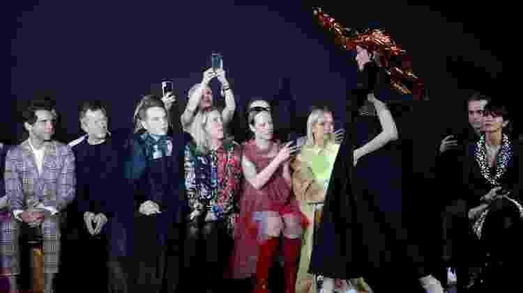 Desfile de Viktor&Rolf em parceria com a Melissa na semana de moda de Paris - FRANCOIS GUILLOT / AFP