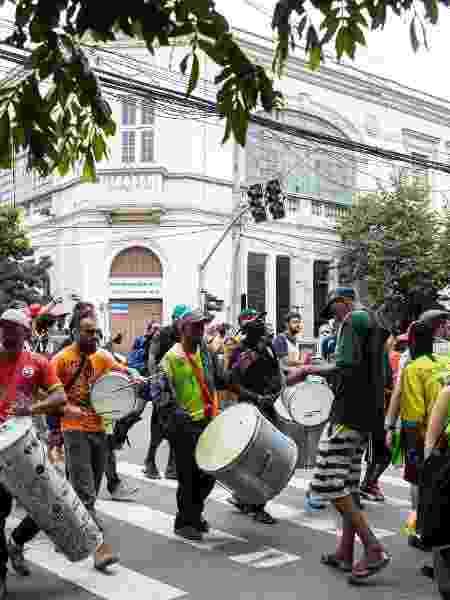 21.fev.2020 - Desfile de bloco na Cracolândia aconteceu mesmo sem autorização da prefeitura - Estadão Conteúdo