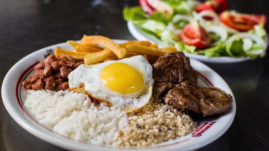 Prato com alimentos comuns no consumo brasileiro - Julia Chequer/Folhapress