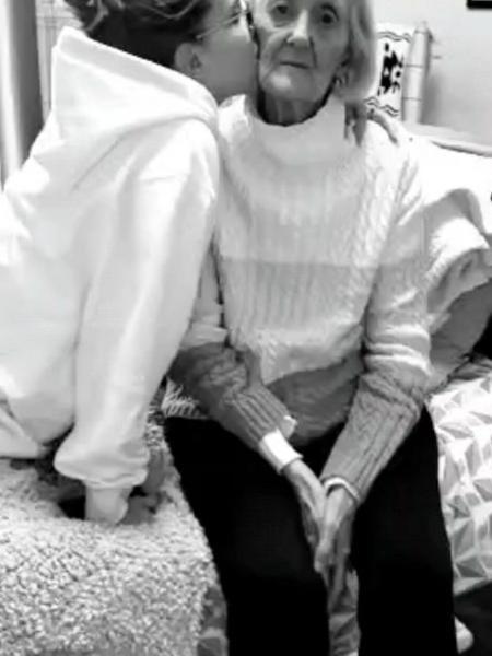 Millie Bobby Brown e avó, Ruth - Reprodução/Instagram