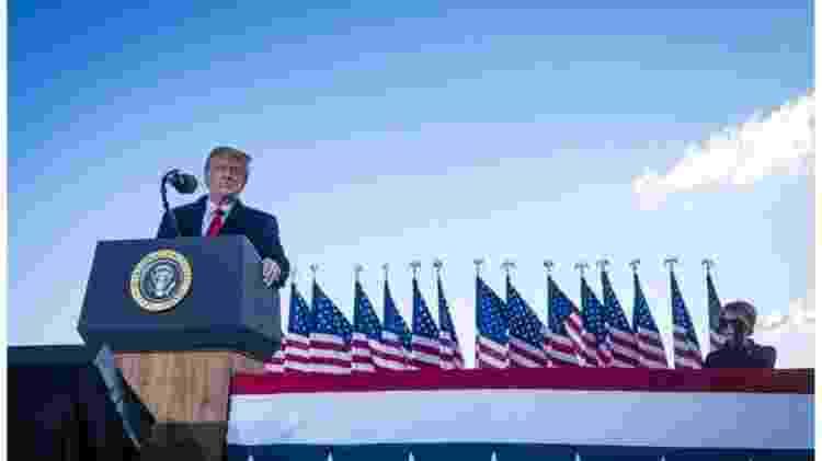 Trump discursa a apoiadores antes de embarcar no avião presidencial pela última vez, no dia 20 de janeiro - GETTY IMAGES - GETTY IMAGES