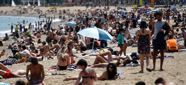Praia em Barcelona, na Espanha - AFP