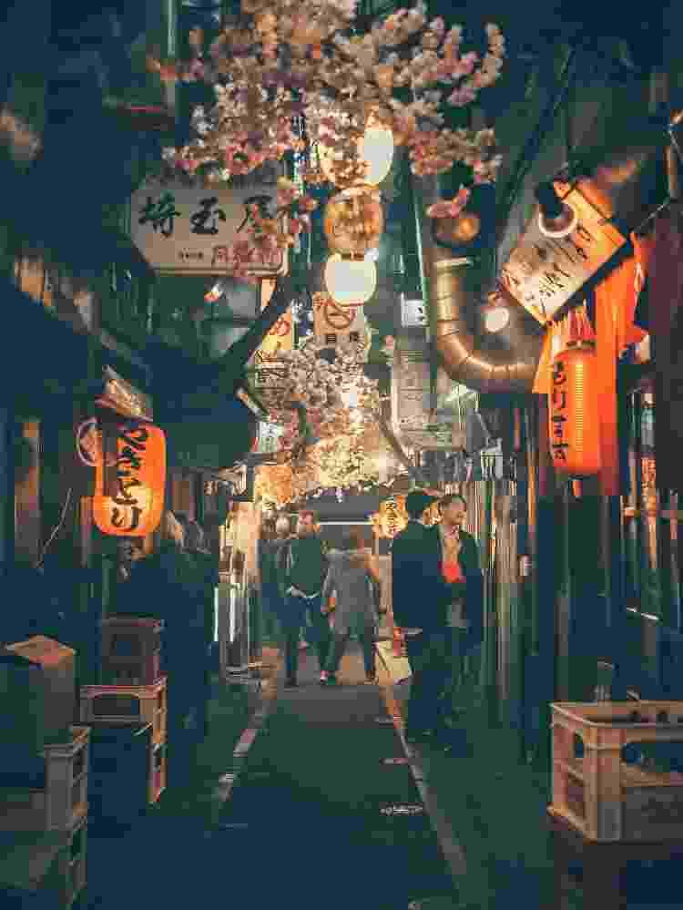 viela beco no japão lanternas - Yoav Aziz/Unsplash - Yoav Aziz/Unsplash