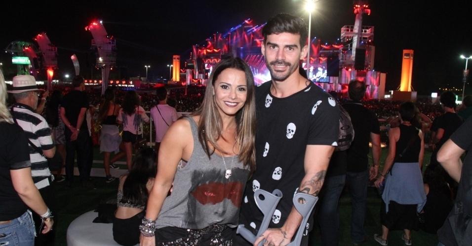 18.set.2015 - Viviane Araújo e Radames curtiram juntinho