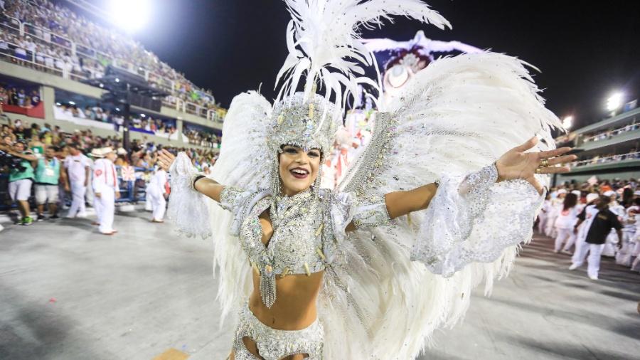 Mari Antunes, vocalista do Babado Novo, em desfile no Salgueiro em 2016 - William Volcov/Estadão Conteúdo