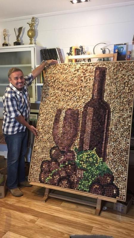 Gugu faz quadros com rolhas de vinho - Divulgação