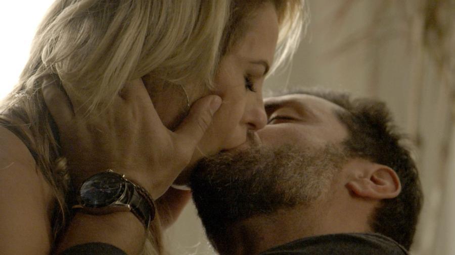 Jeiza e Caio se beijam - Reprodução/A Força do Querer/GShow