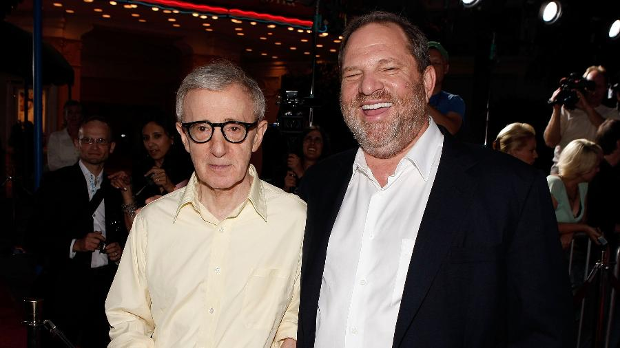 """O diretor de cinema Woody Allen com o produtor Harvey Weinstein na pré-estreia de """"Vicky Cristina Barcelona"""", em 2008 - Kevin Winter/Getty Images"""