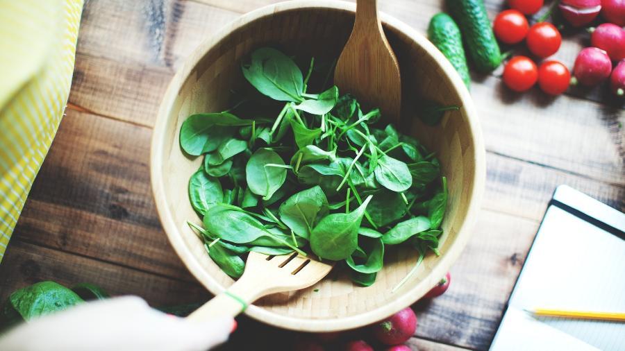 Hortaliças, especialmente as folhas vesde-escuras, são boas fontes de vitamina E - iStock