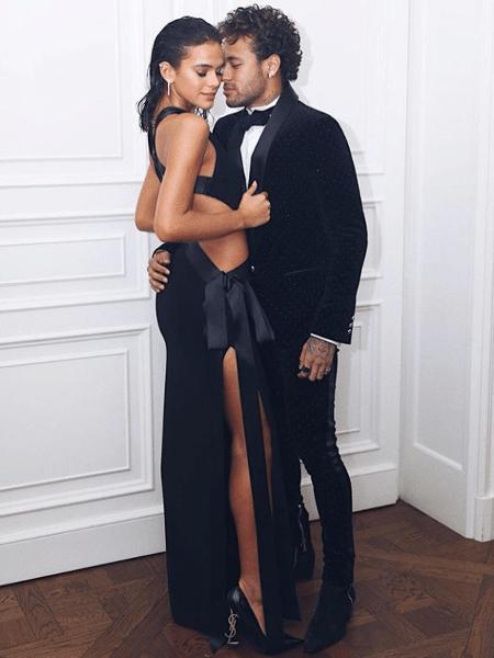 Bruna Marquezine e Neymar durante aniversário dele em Paris - Reprodução/Instagram/brumarquezine