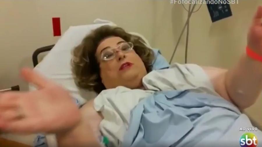 """Mamma Bruschetta grava vídeo na cama de hospital para o """"Fofocalizando"""" - Reprodução/SBT"""