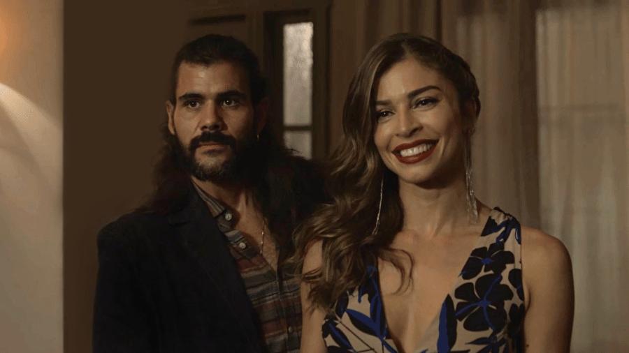 Lívia apresenta Mariano para a família - Reprodução/GShow/O Outro Lado do Paraíso