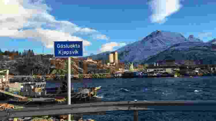 As placas são em duas línguas, em Sami e norueguês - Divulgação/BBC - Divulgação/BBC