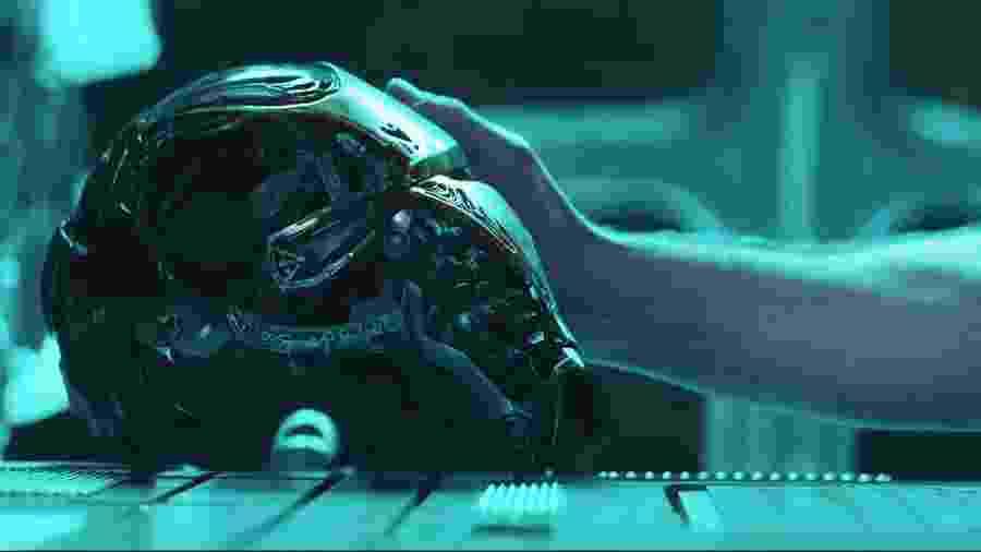 """Capacete do Homem de Ferro em cena de """"Vingadores: Ultimato"""" - Reprodução"""