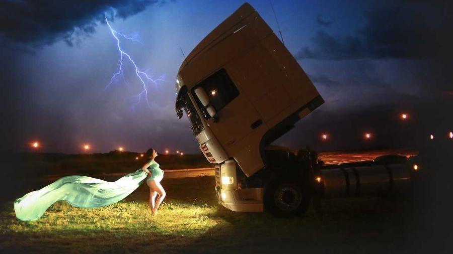 A foto protagonizada por Diana ao lado do caminhão fez sucesso nas redes sociais - Lilian Nogueira/Arquivo Pessoal