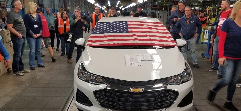 """Último Chevrolet Cruze """"Made in USA"""" sai da linha de montagem em Lordstown (Ohio) - Reprodução/Twitter"""
