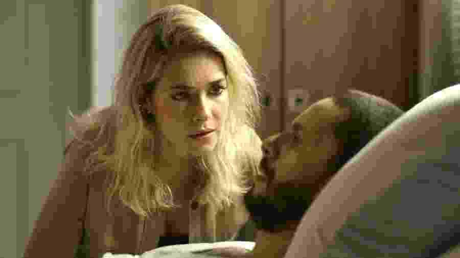Yohana salvou a vida de Teo, mas não aguentou ouvir o cretino dizer que ama a vilã Josiane - Globo