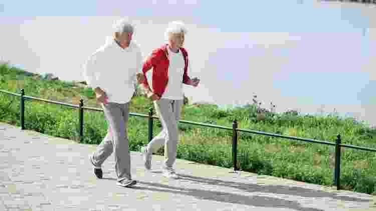 Continuar fisicamente ativo evita desde obesidade até problemas como quedas e fraturas - iStock