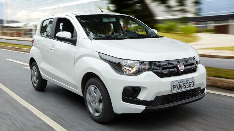 Fiat Mobi (foto) e Renault Kwid vão ganhar terreno nas versões mais simples para quem faz questão de levar carro zero-quilômetro - Divulgação