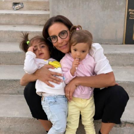 Ivete Sangalo ao lado das gêmeas Marina e Helena - Reprodução/Instagram