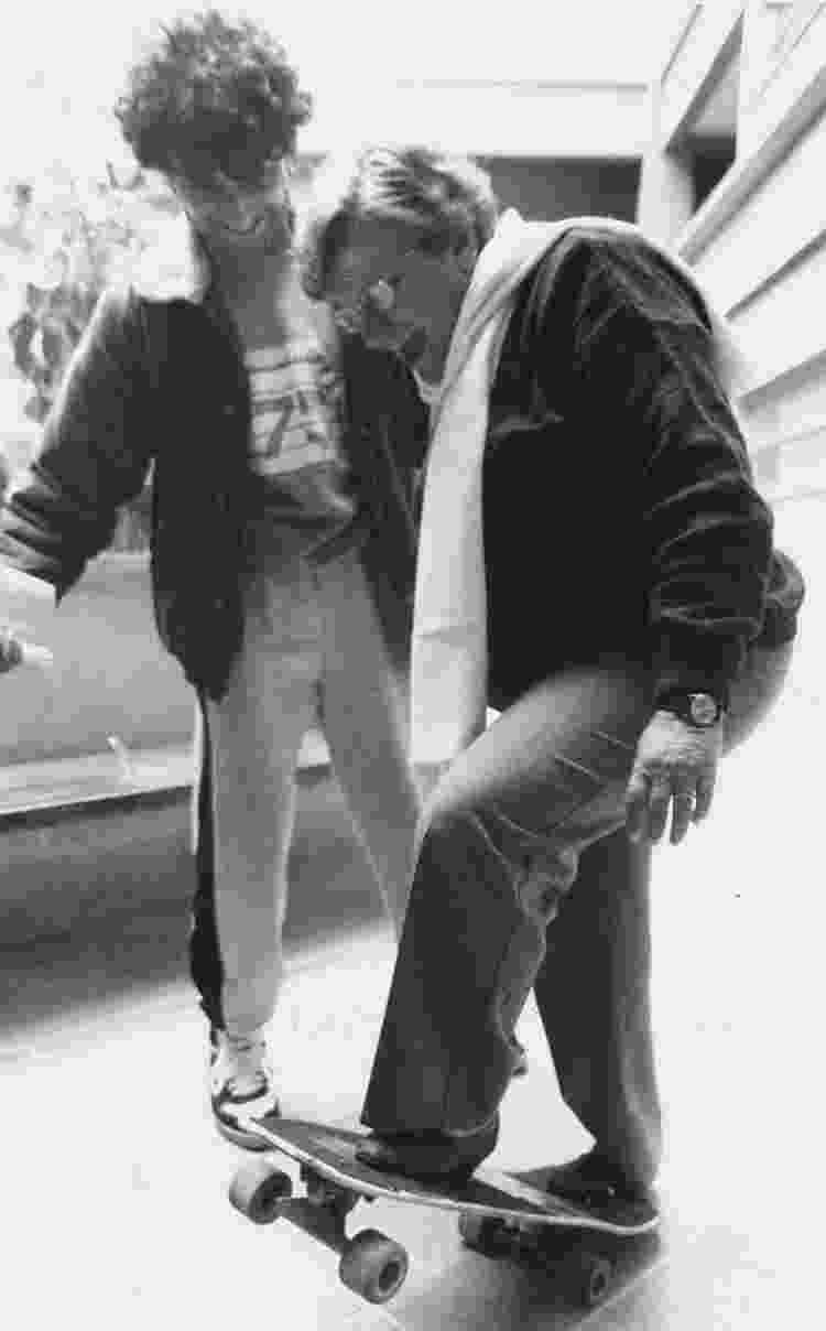 Luiza Erundina anda de skate no Hospital Municipal de Campo Limpo, na zona sul de São Paulo - Epitácio Pessoa/Estadão Conteúdo/ 14/09/1990 - Epitácio Pessoa/Estadão Conteúdo/ 14/09/1990
